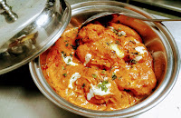 Serving butter chicken with garnished for butter chicken (Murgh makhani) recipe
