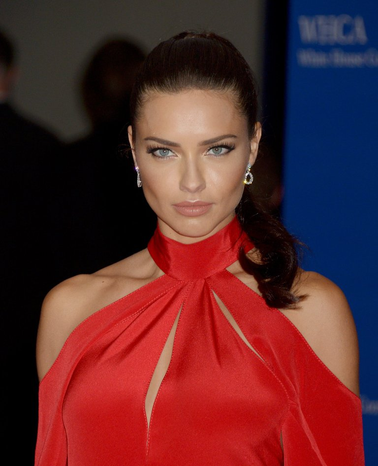 Adriana Lima: 2016 White House Correspondents' Dinner In