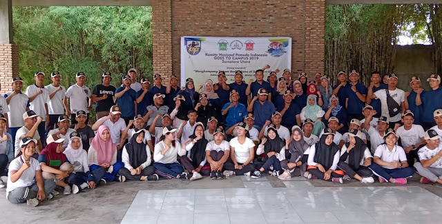 Foto Bersama, Dosen, Panitia Inagurasi, dan Mahasiswa Baru Graha Kirana Medan.