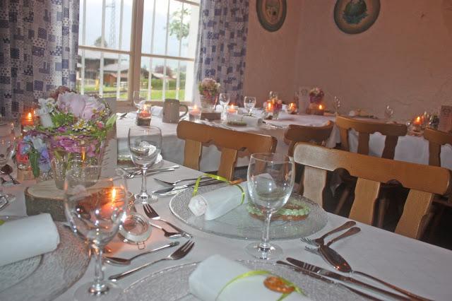 Bunte Wiesenblumen zur Hütten-Hochzeit in der Riessersee-Hütte - heiraten in den bayerischen Bergen im Riessersee Hotel Garmisch-Partenkirchen