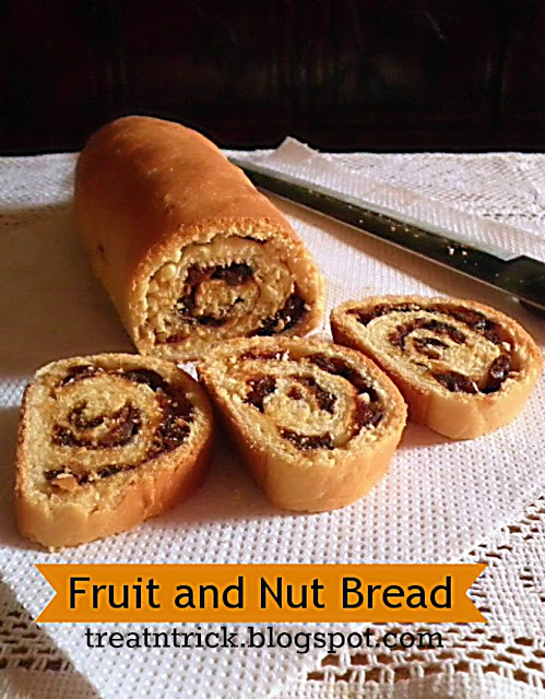 Fruit & Nut Bread Recipe @ treatntrick.blogspot.com