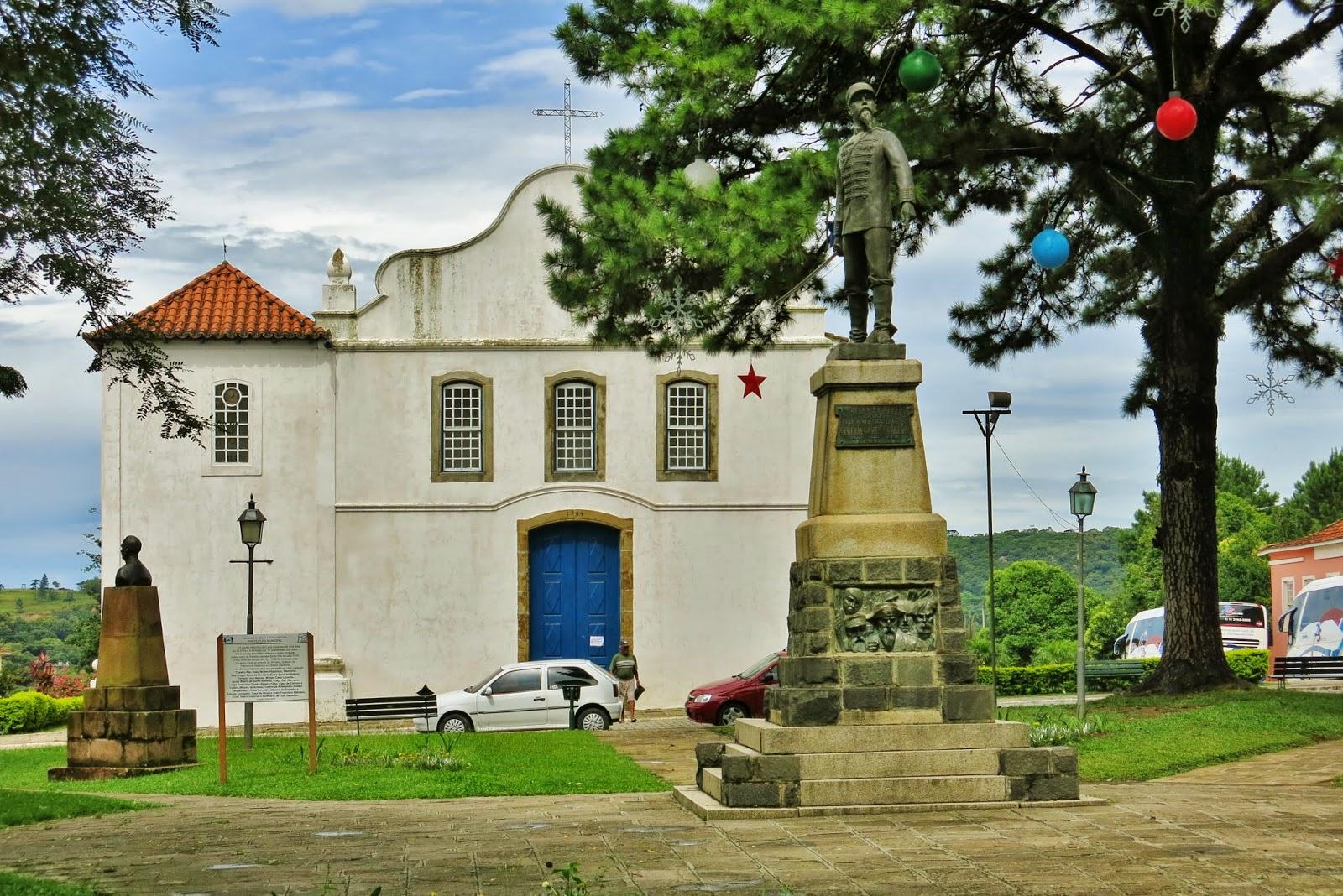 Estátua do Coronel Gomes Carneiro, herói do Cerco da Lapa, no Paraná
