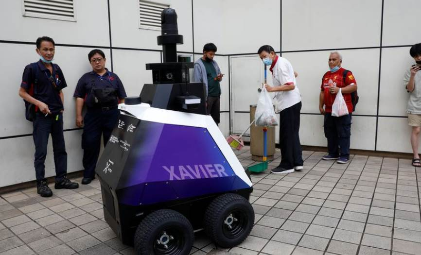 Singapore-deploys-robots-to-see-social-distance