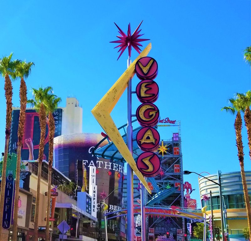 downtown-las-vegas-samsung-galaxy-the-griffin-fremont-street-vintage-neon-sign