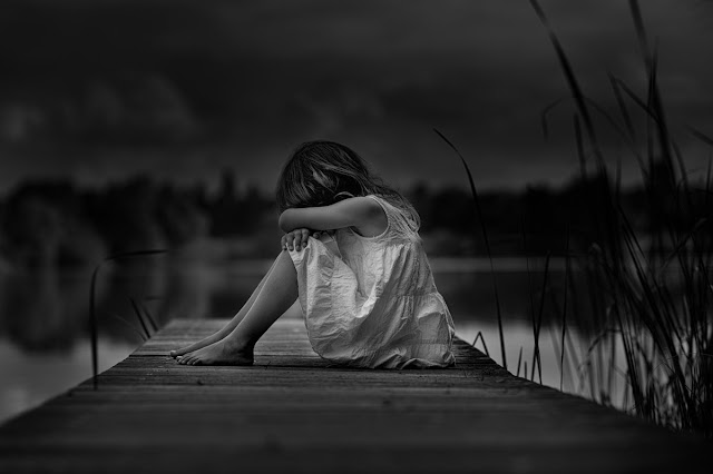 images of sad girl sitting alone hd