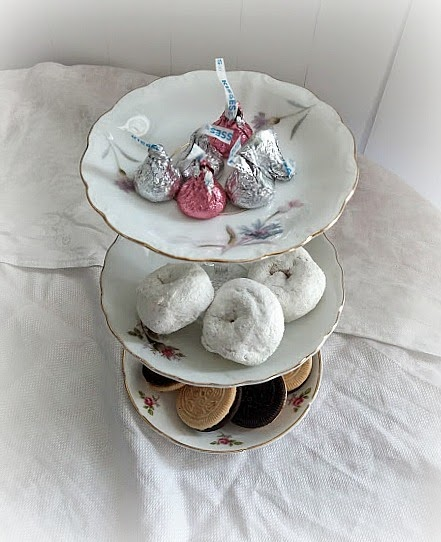 DIY tiered plate stand www.diybeautify.com