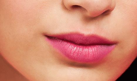 15 Tips Kecantikan yang Bisa Membuat Anda Cantik Layaknya Buat bibir Anda terlihat lebih berisi
