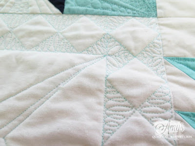 loopy L fill free motion quilting design