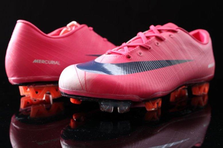 newest collection ad19e 22a1c I recenti modelli di scarpe da calcio Nike per questanno...Scarpe Nike da  calcio modelli inverno 2012...Scarpe Nike 2012 calcio.