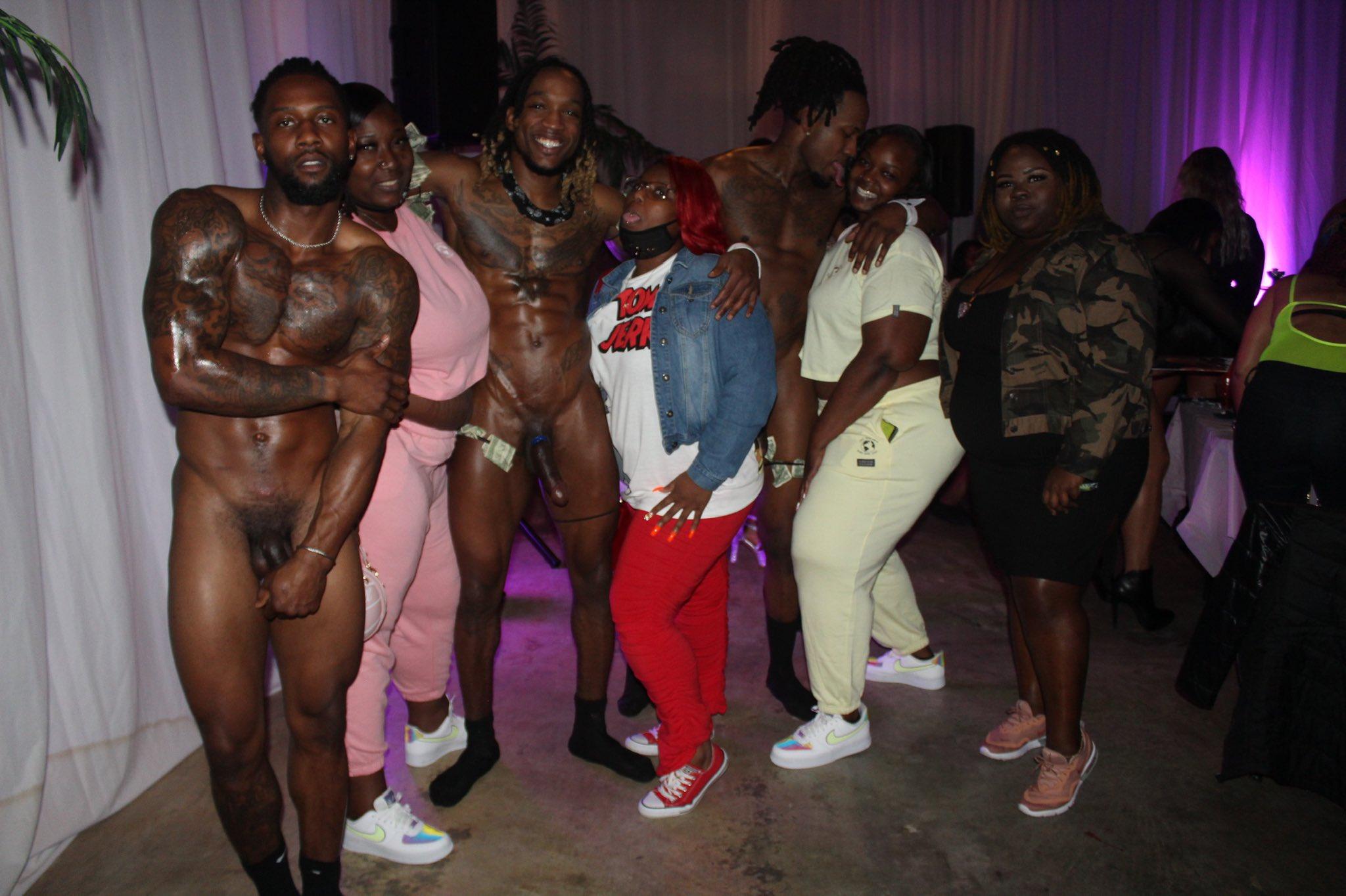 foto con los strippers desnudos