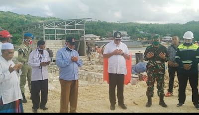 Doa bersama Bupati Malra M. Thaher Hanubun, tokoh agama, pimpinan OPD, pimpinan Forkompinda serta masyarakat di lokasi PLN Elat.