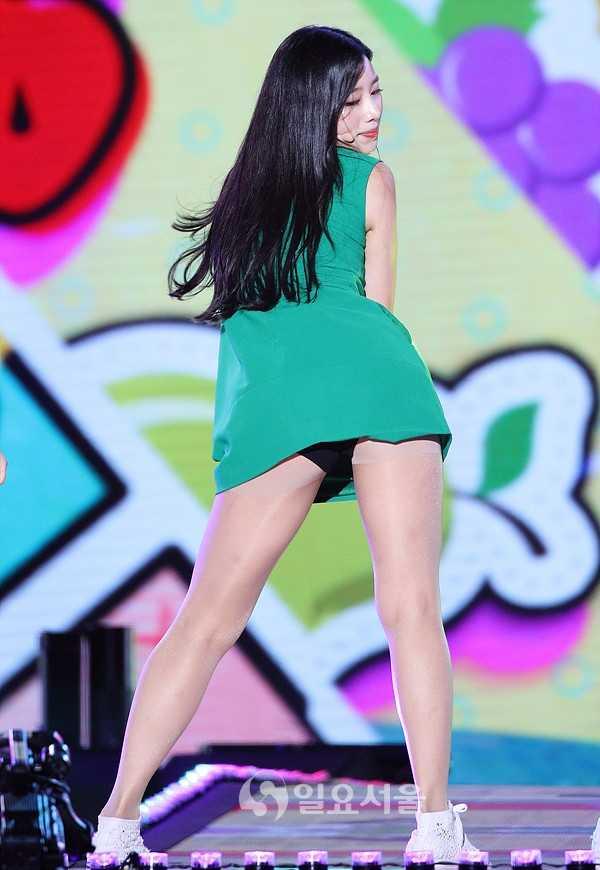 Sao Hàn chuộng style mặc lộ cơ thể dù liên tục bị chỉ trích