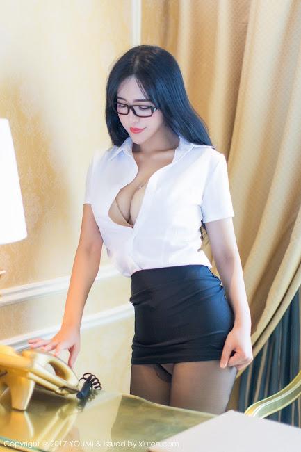 Liu Yu Er Khoe Vòng 1 Căng Tròn Bốc Lửa Hấp Dẫn