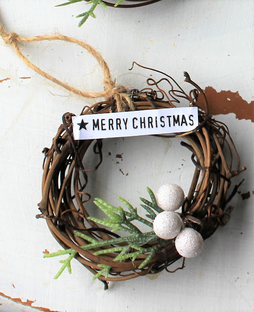 Mini Grapevine Wreath Christmas Tree Ornaments #Crafting #grapevinewreath #Christmasornament #Christmastreeornament #DIYChristmas #semihomemadeornaments