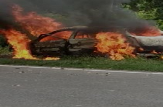 fire-in-runing-car-begusarai