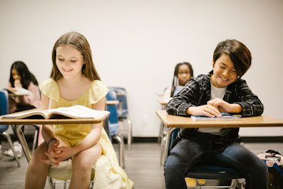 Bambini felici a scuola. Ecco come