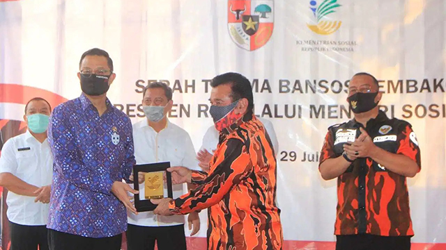 Gandeng Pemuda Pancasila, Mensos Salurkan Ribuan Paket Sembako Covid-19