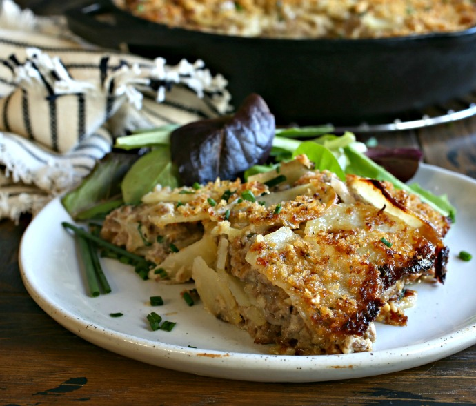 Recipe for a casserole of ground beef and potatoes in a creamy smoked Gouda cheese sauce.