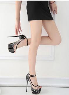 Model sepatu hak super tinggi