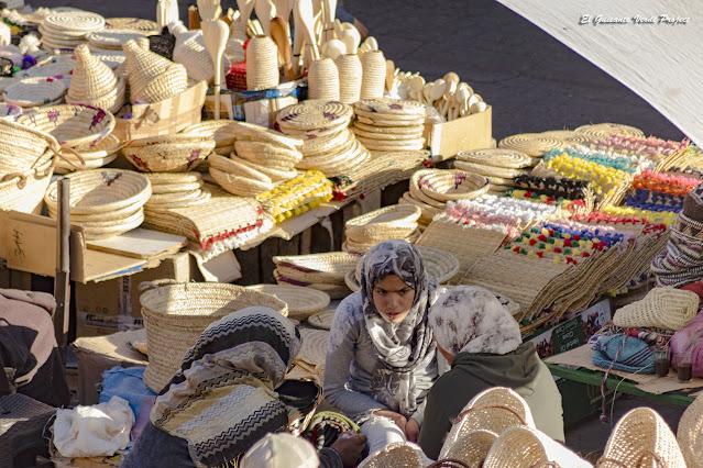 Marrakech, mujeres en la Plaza del Mercado de las Especias, por El Guisante Verde Project