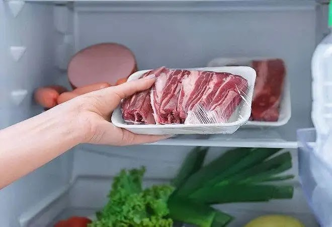 The fastest way to defrost and defrost frozen meat without causing harm
