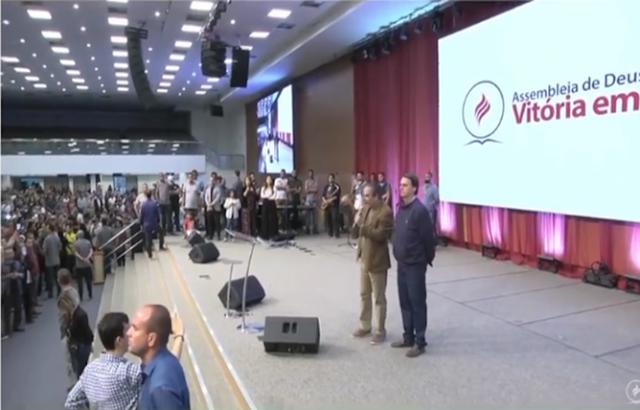 Presidente eleito Jair Bolsonaro esteve na Igreja Assembleia de Deus Vitória em Cristo