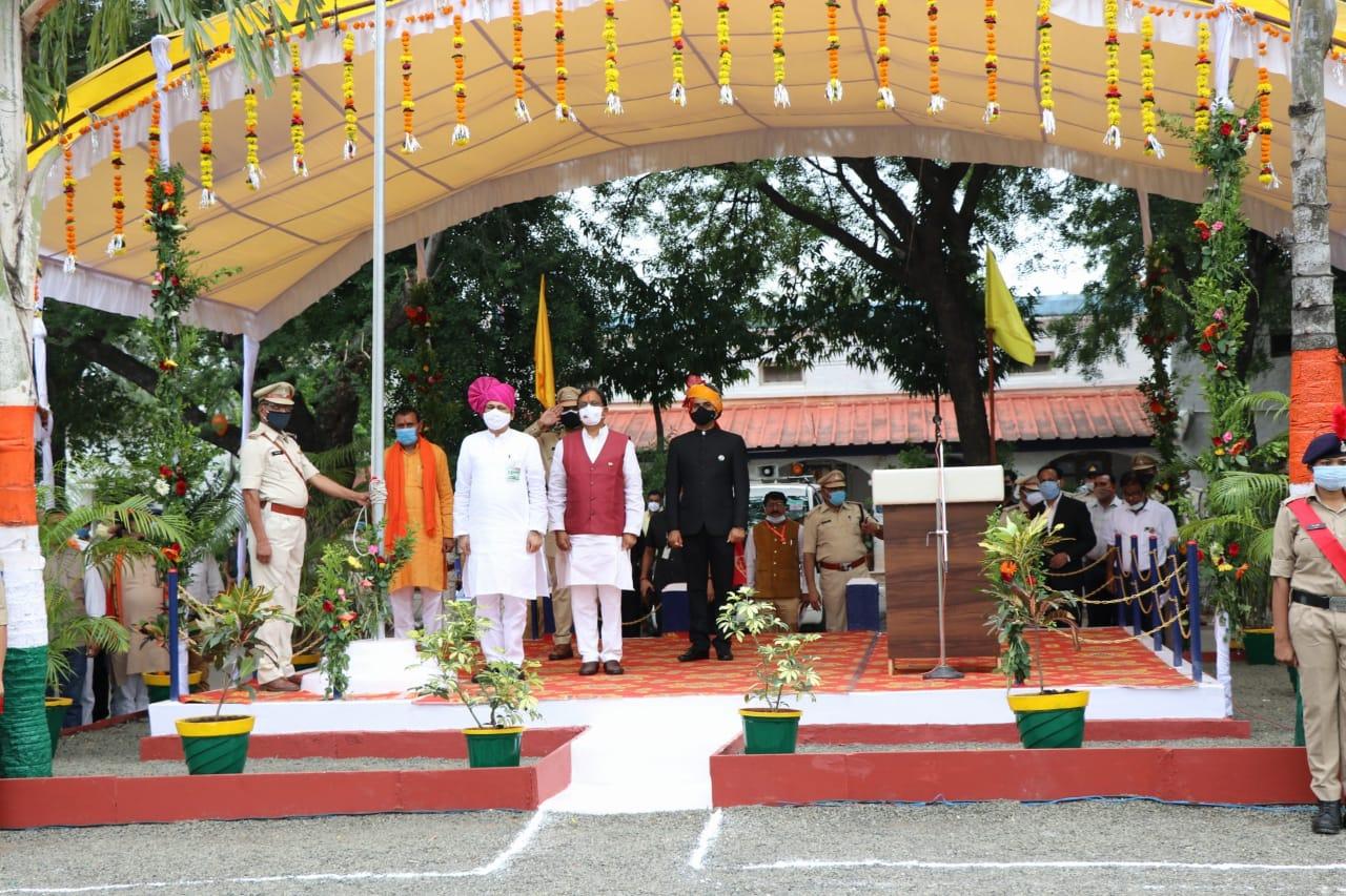 Jhabua News- 15 अगस्त स्वतंत्रता दिवस समारोह में प्रभारी मंत्री इंदरसिंह परमार ने  किया ध्वजारोहण