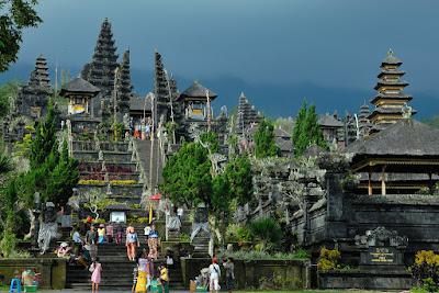 Sejarah Pura Basukian Besakih Bali