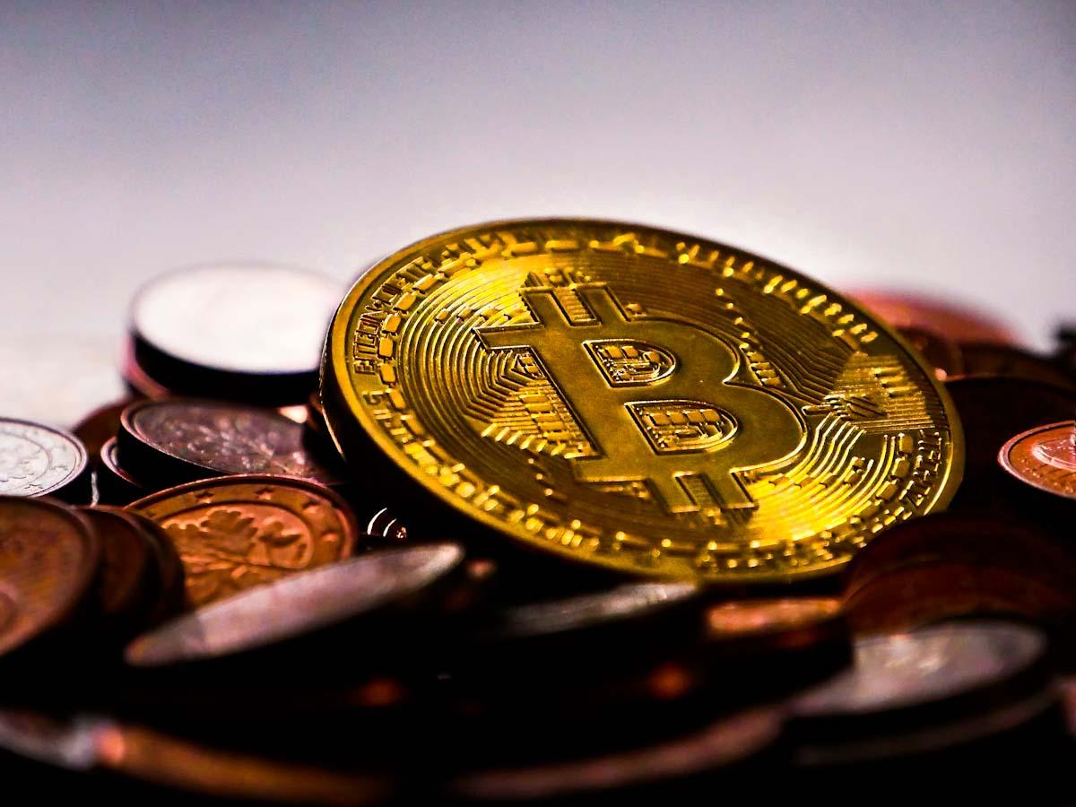 Bitcoin bate recorde ao superar casa dos US$ 35 mil