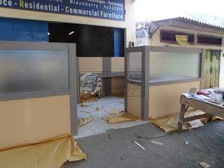 Meja Partisi Kantor Finishing HPL Dan Fabric Kapasitas 4 Orang + Meja Sekat Kantor