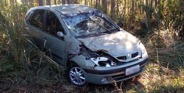 Buraco causa grave acidente na PR-462, entre Roncador e Iretama