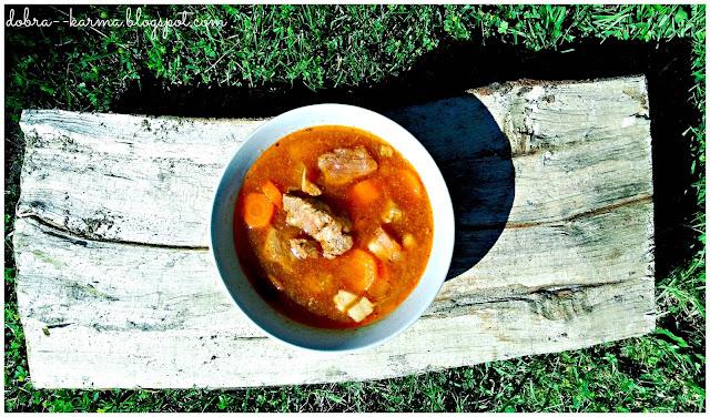 Kociołek węgierski, zupa, gulasz, bogracz, leczo, ognisko, kociołek