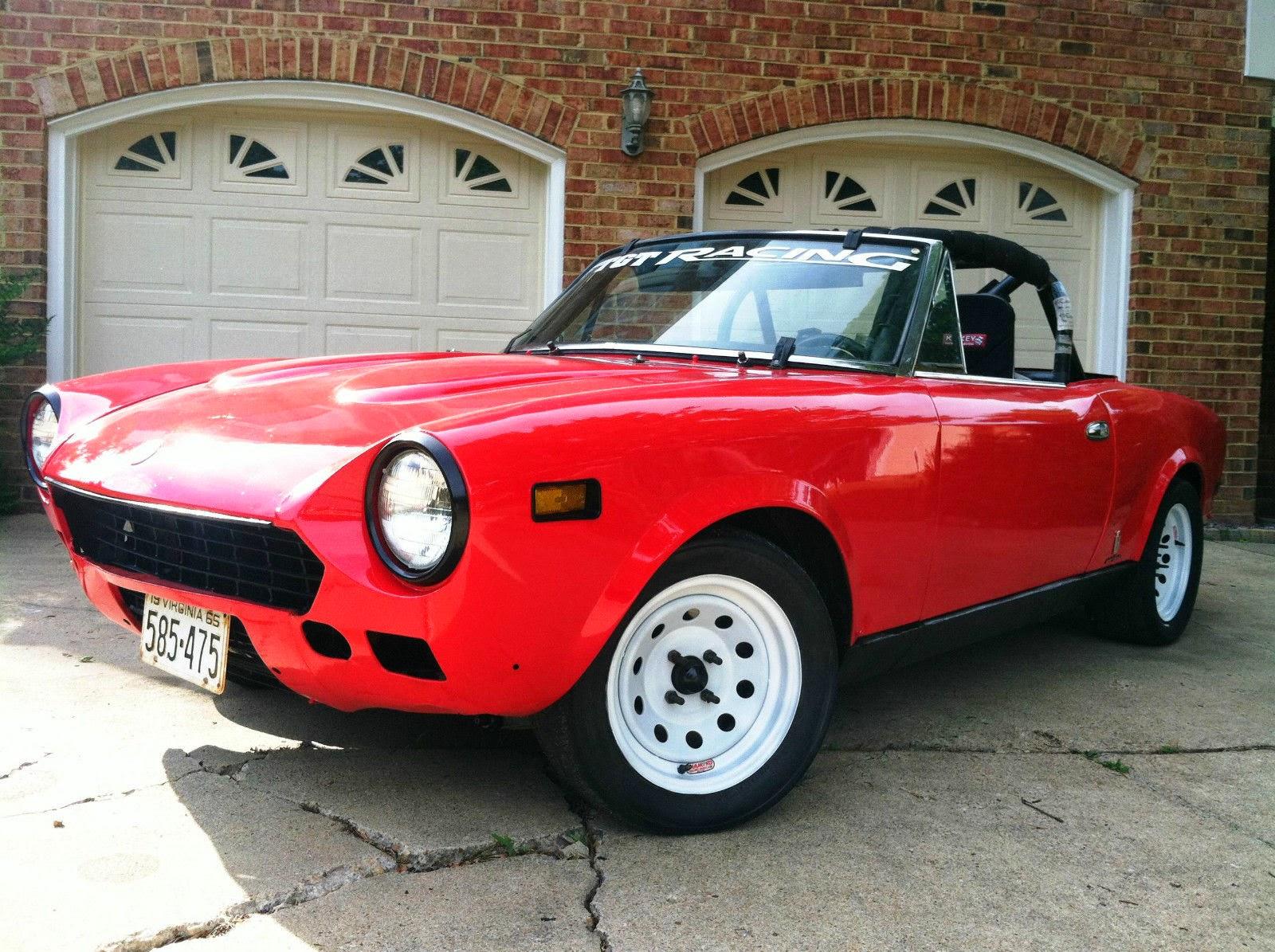 daily turismo 5k vintage racer 1970 fiat 124 sport spider 2018 Fiat Spider the seller of this 124 spider does not disclose the year of manufacture for this car and given the lack of bumpers you can t even tell if it is a