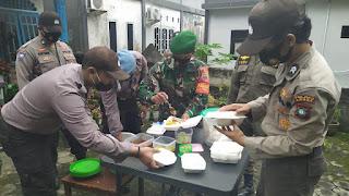 Polsek Dabo Singkep Kembali Buka Dapur Umum dan berbagi makanan Dimasa Pandemi