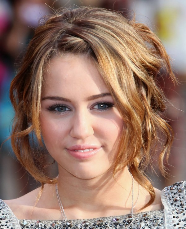 Cool Celebrity Curly Short Hairstyle Wallpaper  Fashion
