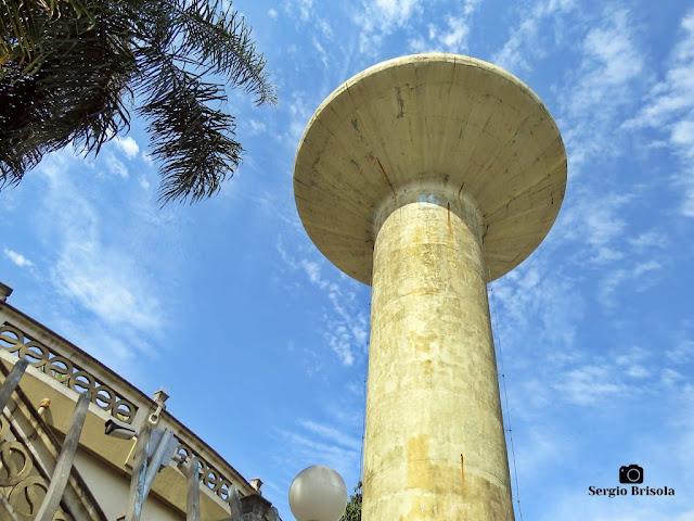 Perspectiva inferior da torre da Caixa d'água da Vila Mariana - São Paulo