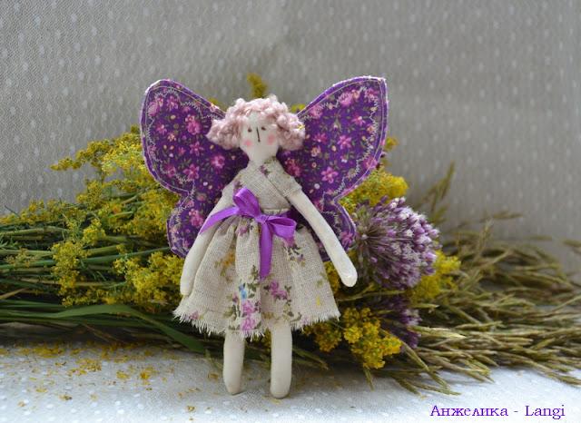 Бабочка, бабочка по небу летит...