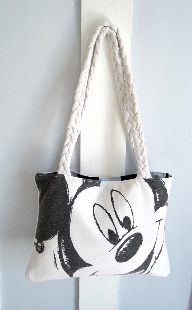 Chi Chi Dee Handmade: How to: Make an Upcycled T-Shirt Bag