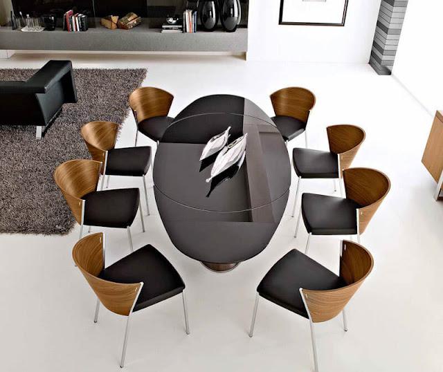 Stylish oval dining set