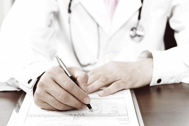 Álorvosok halálos betegségeket diagnosztizálva csaltak ki pénzt idősektől