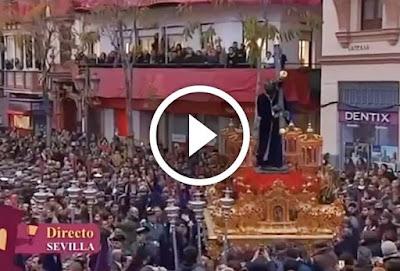 Los Gitanos en Campana en la Madrugá de Sevilla 2017 a su paso por la Carrera Oficial antes de llegar a Calle Sierpes