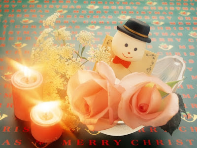 christmas_doll_with_candel_light_wallpaper