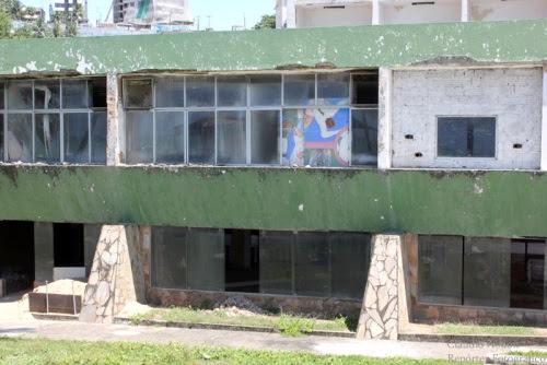 Resultado de imagem para hotel reis magos abandonados