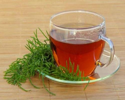 Chá de Cavalinha Para Acabar com Celulite