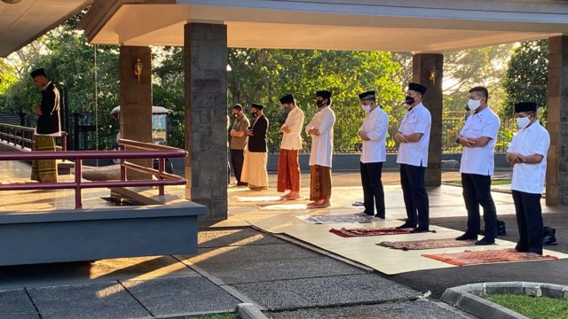 Jokowi, Iriana, Kaesang Salat Idul Adha di Istana Bogor