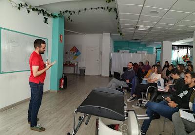Juan impartiendo el seminario
