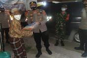 Patroli Skala Besar dan Penyaluran Bantuan, Polsek Kragilan Sasar Opang, Lansia dan Warga yang Sedang Isoman