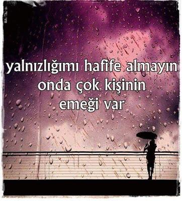 Yalnızlığımı hafife almayın onda çok kişinin emeği var, şemsiye, yağmur, kadın, gece yürüyüşü, romantik yürüyüş,