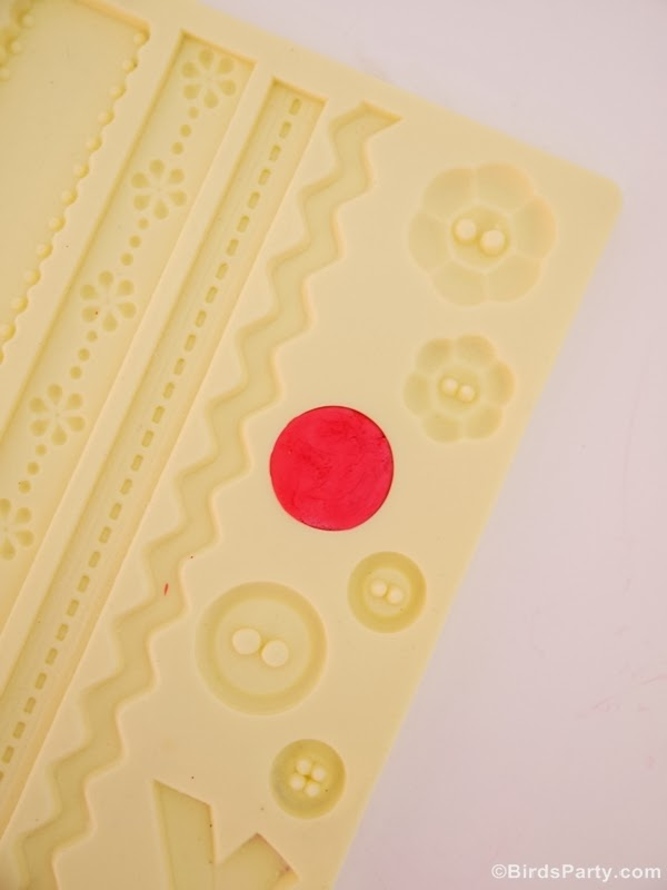 DIY Fondant Buttons for Cupcake Toppers - BirdsParty.com