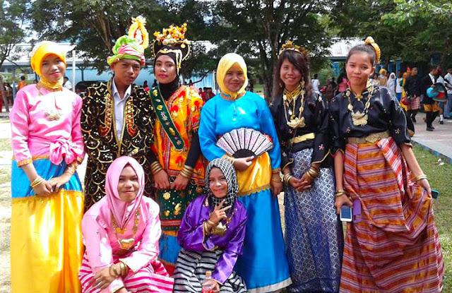 Gambar Pakaian Adat Remaja Sulawesi Tenggara